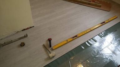 Plaatsen van ondervloer en start plaatsing van  Vinyl vloer