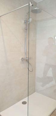 Renovatie badkamer te Kruibeke, van bad naar inloop douche.