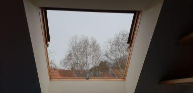 Binnen zijde oud venster.