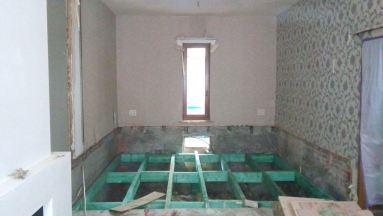 Het betreffende raam en de kelder,die een nieuw plafond krijgt, en hierdoor krijgt de living ook een nieuwe vloer, in Zichem