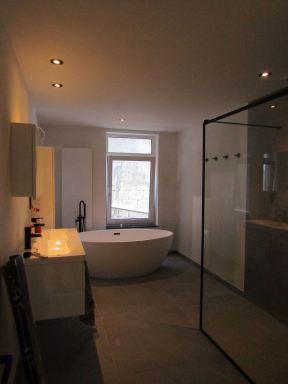 Badkamerrenovatie Kanne-Riemst. Vloer werd voorzien van Schlueter Ditra Heat elektrische vloerverwarming.