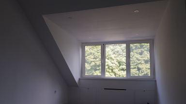 Zolderverbouwing Breda (eindresultaat slaapkamer dakkapel,spots,stucwerk,verborgen radiator, bergruimte)