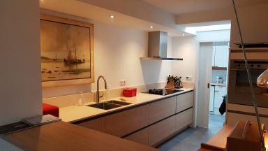 Complete verbouwing keuken, van middelgroot naar grote keuken, Waalwijk