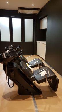 Winkelpand omgebouwd naar kapsalon, Turnhout. Met van der Veken schilderwerken