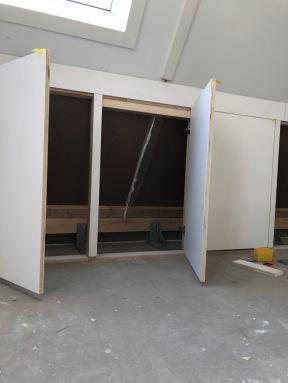 Knieschotten vervangen door deurtjes Beverwijk
