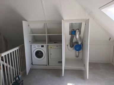 Mechanise afzuiging afwerken en opbergruimte voor de wasmachine en droger creëren, Duiven