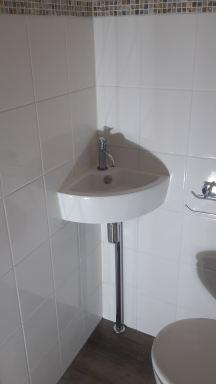 Verbouwing toilet Oirschot hoekfonteintje nieuw