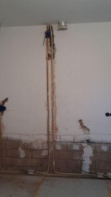 Aanpassen leidingwerk t.b.v. nieuwe keuken dozen boren  en leiding frezen