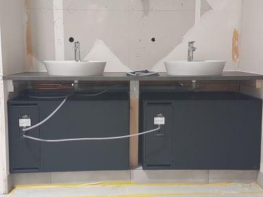 Verbouwing badkamer en toilet ( natte groep ) in Boxtel dubbele wastafel