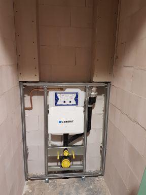 Verbouwing badkamer en toilet ( natte groep ) in Boxtel leidingwerk 2 toiletten met Geberit inbouwreservoir met geurafzuiging