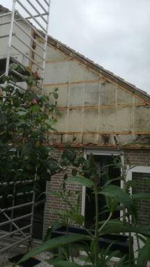 regelwerk en isolatie aan de gevel worden aangepast bij deze woning in Nuenen