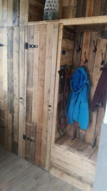 meterkast en extra bergkast gemaakt van sloophout voor een stoere uitstraling , woning te Nuenen