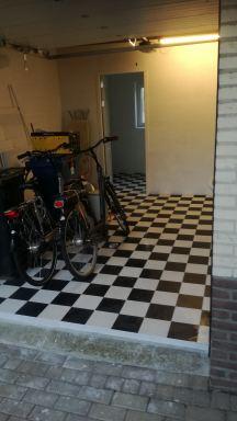 garage en bijkeuken betegeld en gestuct in Nuenen
