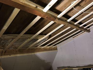 Rabatdelen voor het raamwerk voor de isolatie en de gipsplaten  Velp