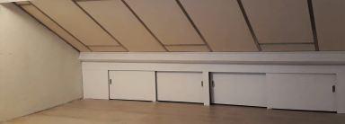 Schuifdeuren voor een opbergruimte op zolder Elst