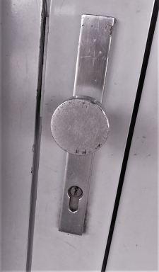 Hang en sluitwerk, Oud beslag voor een voordeur, GEEN politie keurmerk, Arnhem