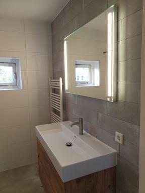 Badkamer, toilet en voorbereiding keuken te Schiedam