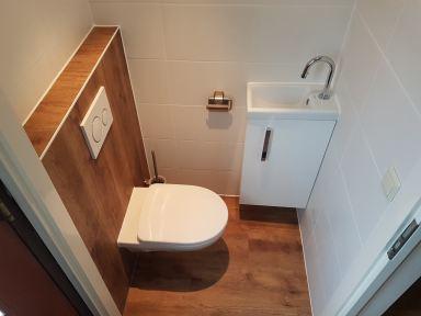 Toiletrenovatie met extra platte resevoir te Dordrecht