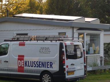 Zonnepanelen montage op stacaravan met micro omvormers.