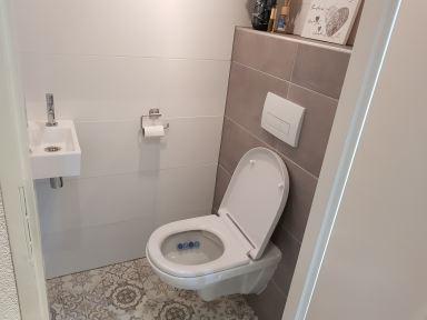Hal en wc tegelen.  Heemskerk