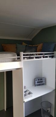 hoogslaper met ingebouwd bureau en kasten