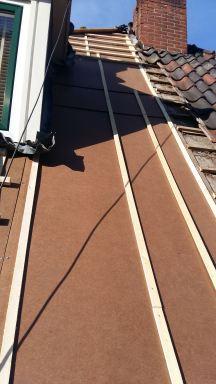 Plaatsen nieuw dakbeschot woning in Losser