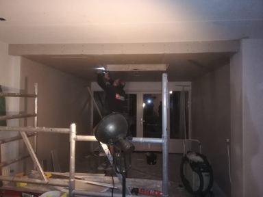 plafond aanbrngen en stucen wanden. ( door Dowiedat Hans Meier)