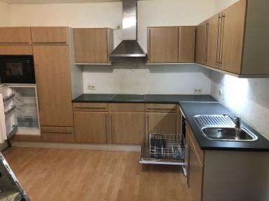 De oude keuken klaar on te worden vervangen door een nieuwe
