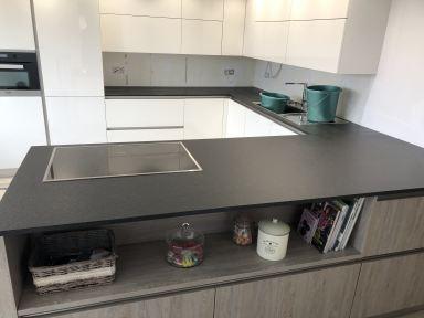 Renovatie keuken Scherpenheuvel nieuwe keuken met graniet werkblad