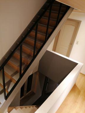 op maat gemaakte trappenleuning geplaatst tongeren
