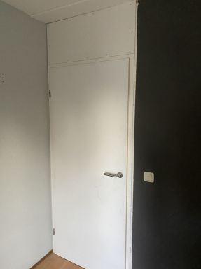 Nieuwe deuren met kozijn plaatsen te Zwolle