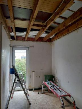 Afbreken van oud plafond wasplaats Zoersel