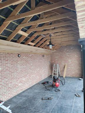 Eiken plafond plaatsen te Minderhout